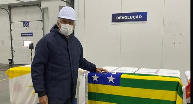 """""""Fizemos um acordo para vacinar às 17 horas e assim tratar todos os brasileiros da mesma maneira"""", diz Caiado"""