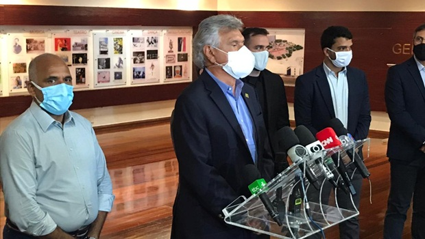 """""""Estamos pagando a conta do carnaval"""", diz governador ao anunciar medidas mais duras para contenção da Covid-19"""