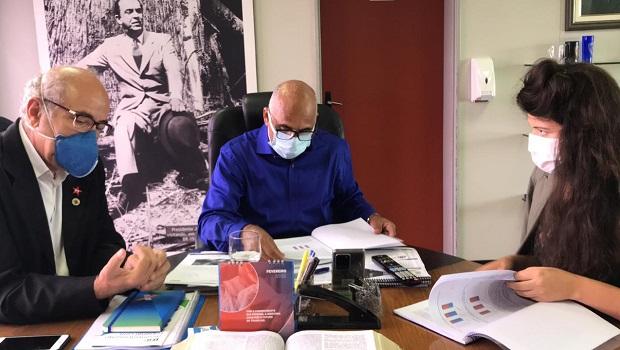 Vereadores pedem a inclusão de profissionais da educação no grupo prioritário de vacinação contra a Covid-19