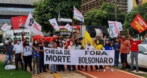 """Manifestação """"Fora Bolsonaro e Mourão""""  percorre bairros de Goiânia"""