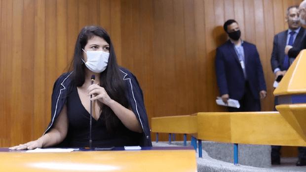 """""""Estou disposta a rever meus passos"""", diz Aava ao anunciar renúncia de marido em cargo público"""