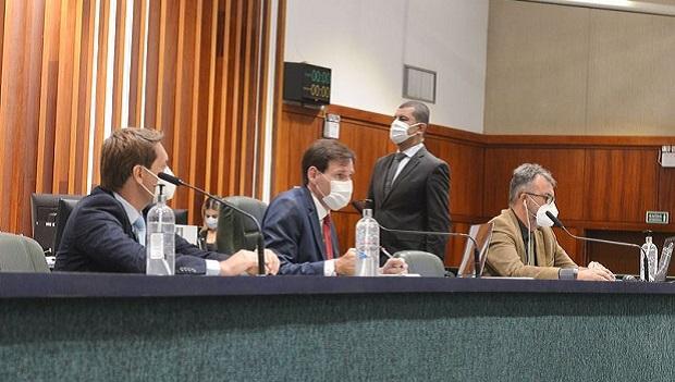 Por unanimidade, deputados aprovam recurso de R$ 60 milhões para compra de vacinas contra a Covid-19