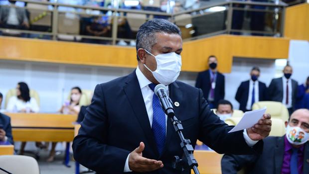 Rogério Cruz é criticado por vereadores pela sua relação com suplentes