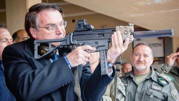 """""""Eu não tenho medo do povo armado"""", diz Bolsonaro"""