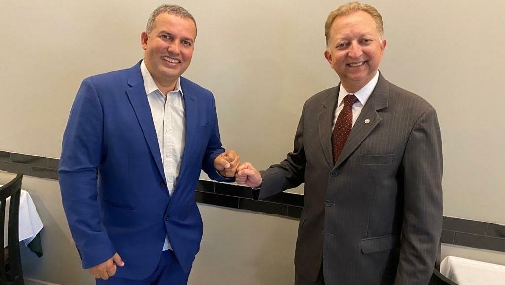 Eurípedes Jr., do Pros, e João Campos, do Republicanos, se reúnem para discutir eleição de 2022