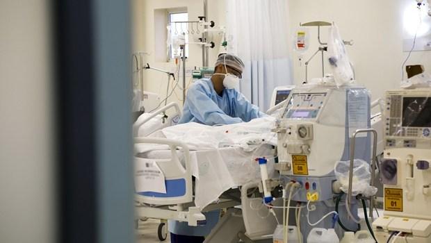 """""""Estamos tendo que as vezes contingenciar """", diz especialista sobre falta de médicos capacitados no atendimento nas UTIs"""