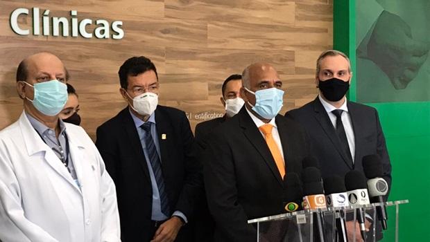 Prefeitura assina convênio para abertura de 100 leitos para tratamento de Covid-19, em Goiânia