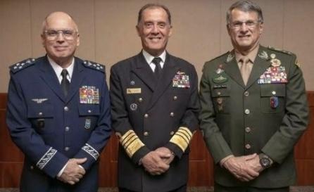 Ministério da Defesa decide por saída dos comandantes das três Forças Armadas