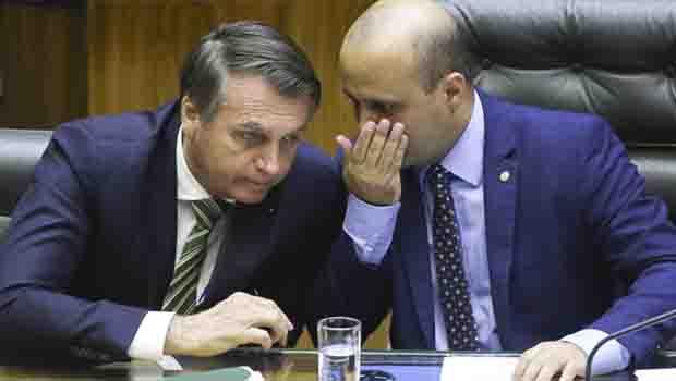 Deputados rejeitam tentativa de votação de PL que amplia poderes de Bolsonaro