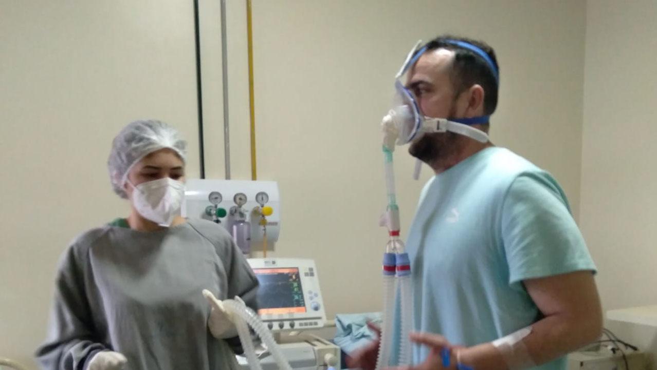 Médicos iniciam retirada gradual da oferta de oxigênio de Gustavo Mendanha