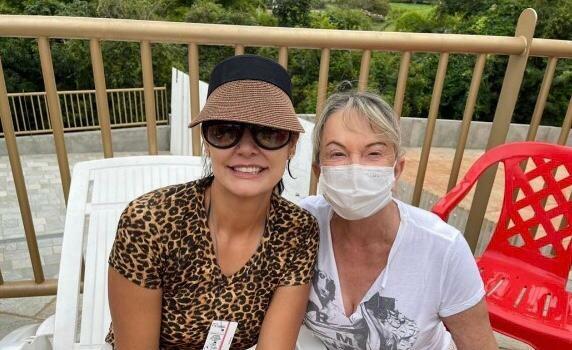 Deputada Magda Mofatto e primeira-dama Michelle Bolsonaro se encontram em clube de Caldas Novas