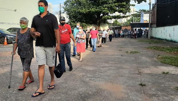 Com grandes filas para vacinação, Goiânia reabre drive-thru do Serra Dourada para atender grupos prioritários