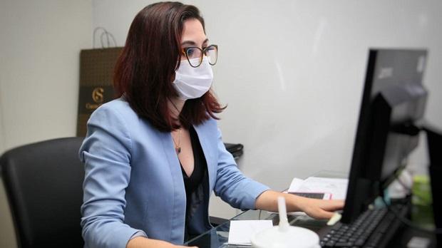 Advogada Rayssa de Souza Melo é primeira mulher a assumir o comando da Casa Civil