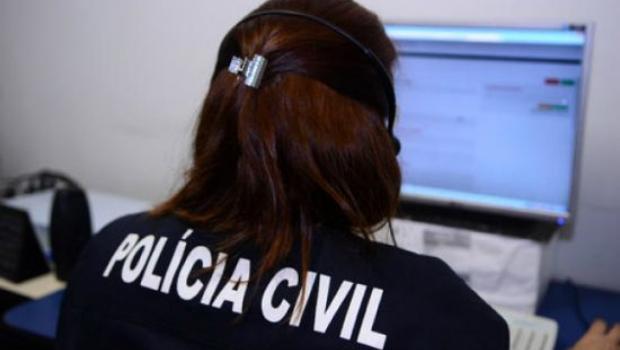 Jair Bolsonaro sanciona lei que criminaliza o stalking