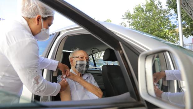Veja quais são os 16 pontos de vacinação contra Covid-19 para idosos nesta terça-feira, 20