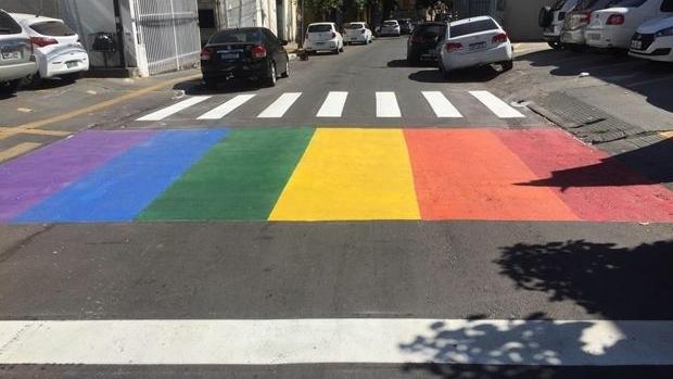 Secretária espera intimação para definir se irá recorrer de ação sobre retirada de faixa contra a LGBTfobia
