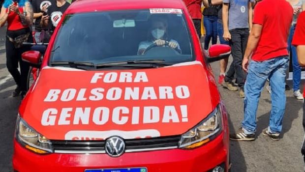 Polícia Federal diz que professor  preso por PMs ao se negar a tirar faixa contra Bolsonaro não cometeu crime