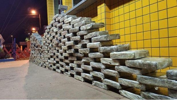 Força Tarefa apreende carregamento milionário de droga escondido em carga de grãos na BR-364, em Jataí