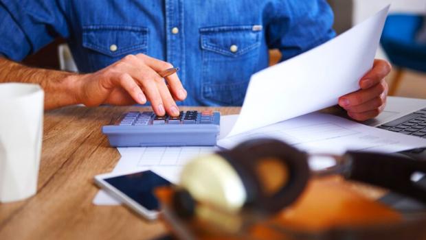 Em abril, 67,5% das famílias registraram dívidas em atraso, diz CNC