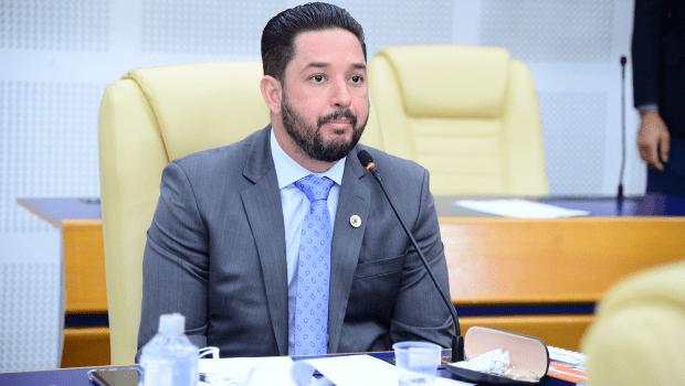 Vereador Thialu Guiotti pede que cobrança de permissões do transporte escolar de 2020 e 2021 seja anulada