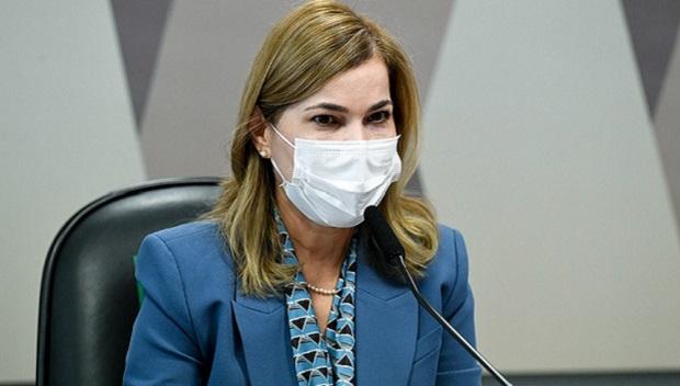 """""""Eles têm um pênis na porta"""", diz Capitã Cloroquina sobre Fiocruz e senador expõe fala polêmica de Mayra Pinheiro durante a CPI da Covid"""