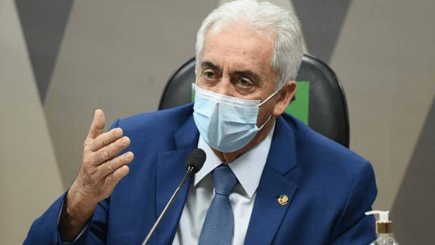 Otto Alencar expõe vídeos de Bolsonaro destratando mulheres e diz que presidente não é exemplo de comportamento