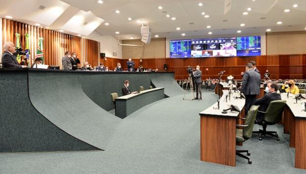 Em última sessão do semestre, deputados aprovam matérias de interesse do Governo