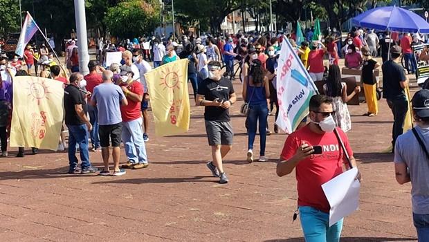 Ato contra Jair Bolsonaro reúne manifestantes na Praça Cívica, em Goiânia