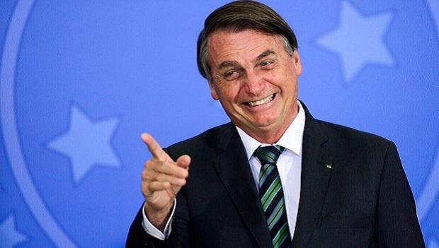 Bolsonaro diz que pode incluir R$ 2 bilhões no orçamento para voto impresso