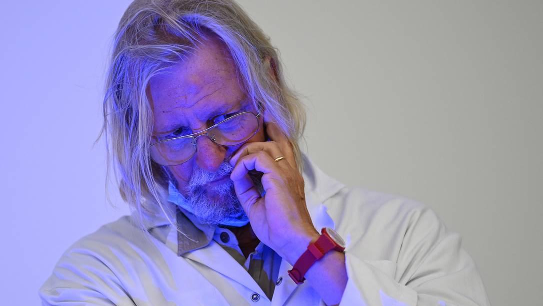 """Biografia sugere que o médico Didier """"Cloroquina"""" Raoult é cascateiro e lunático"""