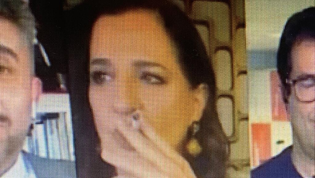 Mônica Waldvogel aparece fumando na GloboNews, mas não é motivo para escândalo