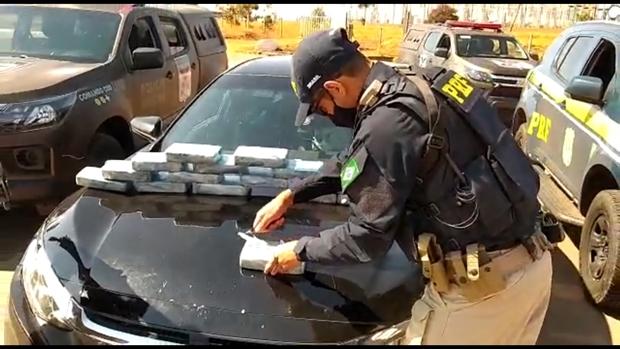 Casal é flagrado com 15 kg de pasta base de cocaína escondidos nas partes internas do carro, em Trindade