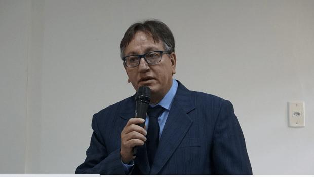 Prefeito de São Simão, preso suspeito de crime sexual, permanece em silêncio durante depoimento