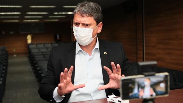 """""""Mulher de ministro Tarcísio de Freitas é barreira à sua candidatura em 2022"""", diz deputado"""