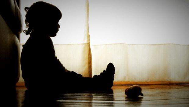 Pandemia: a cada cinco minutos, uma criança brasileira fica órfã por Covid; entenda como o luto pode afetá-las