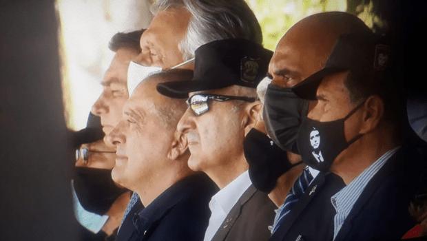 """Em Goiânia, Bolsonaro diz que militares salvaram o Brasil """"em momentos difíceis"""""""