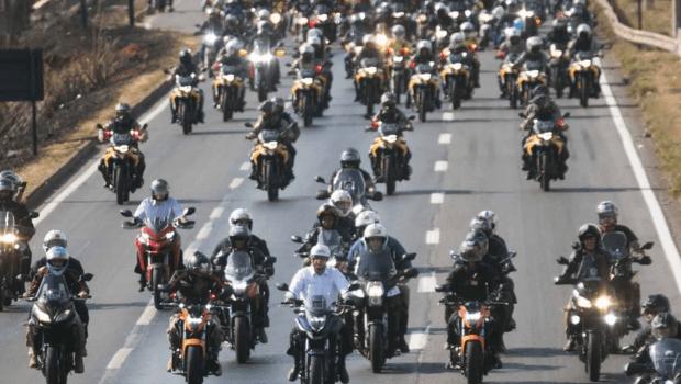 Vídeo: em Goiânia, motociata de Bolsonaro é marcada por aglomeração