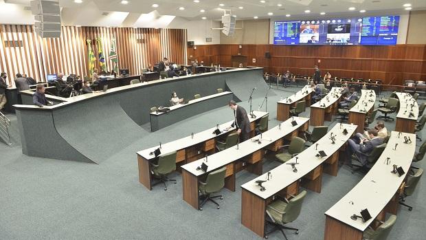Deputados aprovam obrigatoriedade do teste de Covid para professores e funcionários