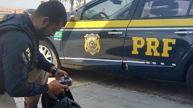 PRF prende mulher que viajava com um 1kg de cocaína na BR-060, em Goiânia