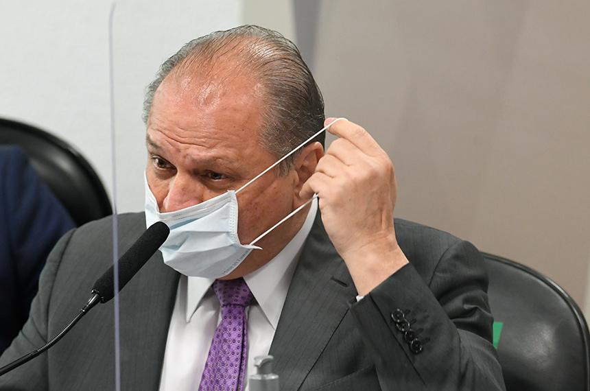 Omar Aziz suspende CPI após acusações de Barros