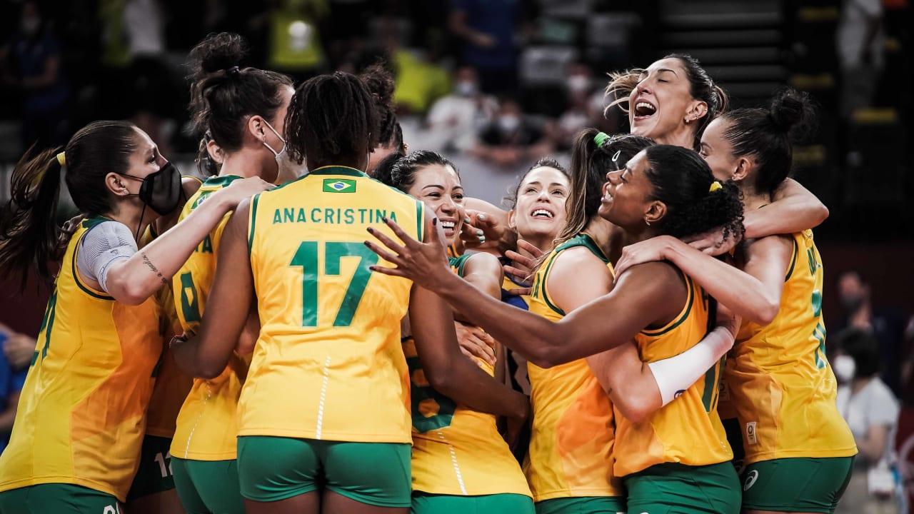 Seleção feminina de vôlei vai às semifinais em Tóquio