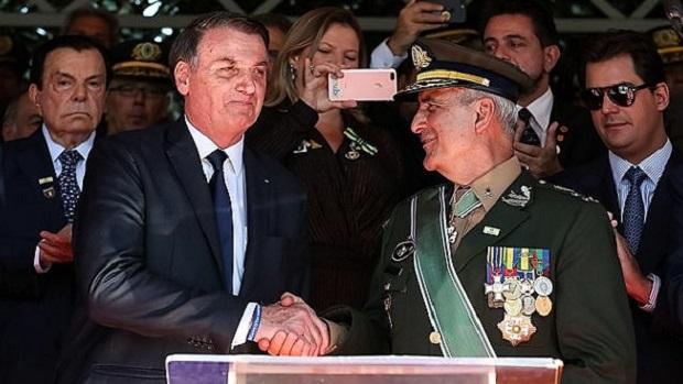 General preparou Bolsonaro para live sobre fraude em urnas eletrônicas, diz jornalista