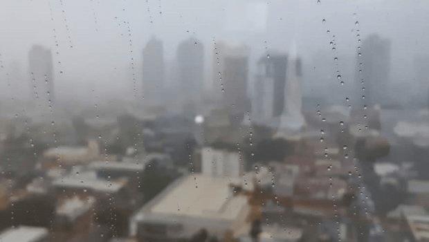 Tempestade interrompeu fornecimento de energia em trechos de 5 cidades