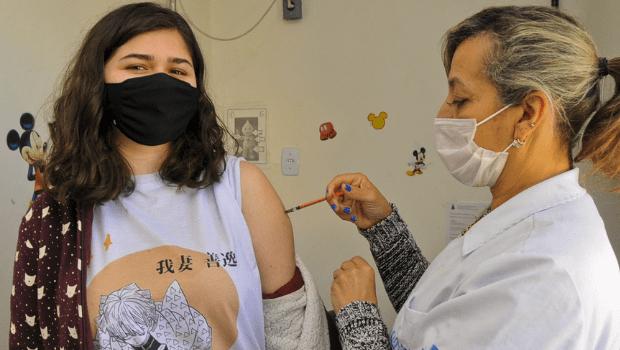 Queiroga suspende imunização de adolescentes; Goiânia segue com aplicação de doses a partir de 17 anos