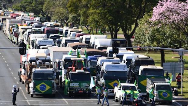 Líderes caminhoneiros entram com ação civil contra Bolsonaro e apoiadores por ameaças antidemocráticas