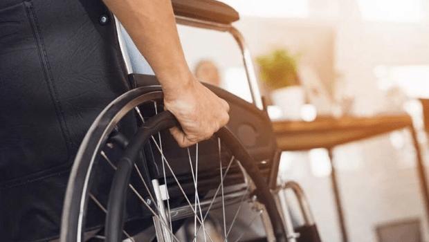 Aluno que ficou paraplégico depois de ser atingido por um tiro dentro de escola será indenizado