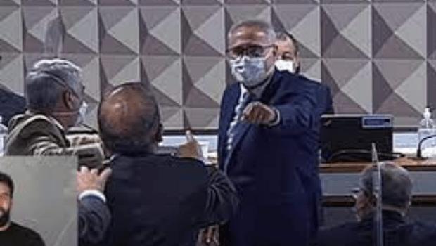 Renan Calheiros e Jorginho Mello trocam xingamentos durante sessão da CPI da Pandemia
