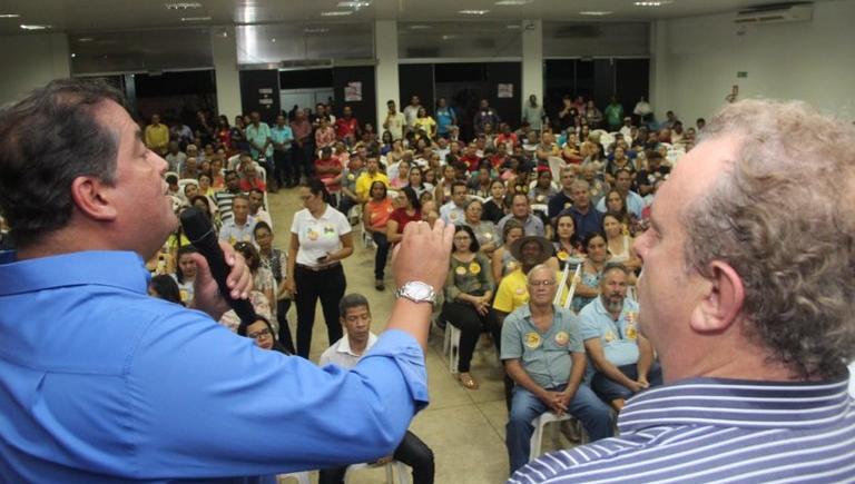 """Dimas permanece como """"favorito"""" e Eduardo Gomes tenta escapar do abraço de afogado de Carlesse"""