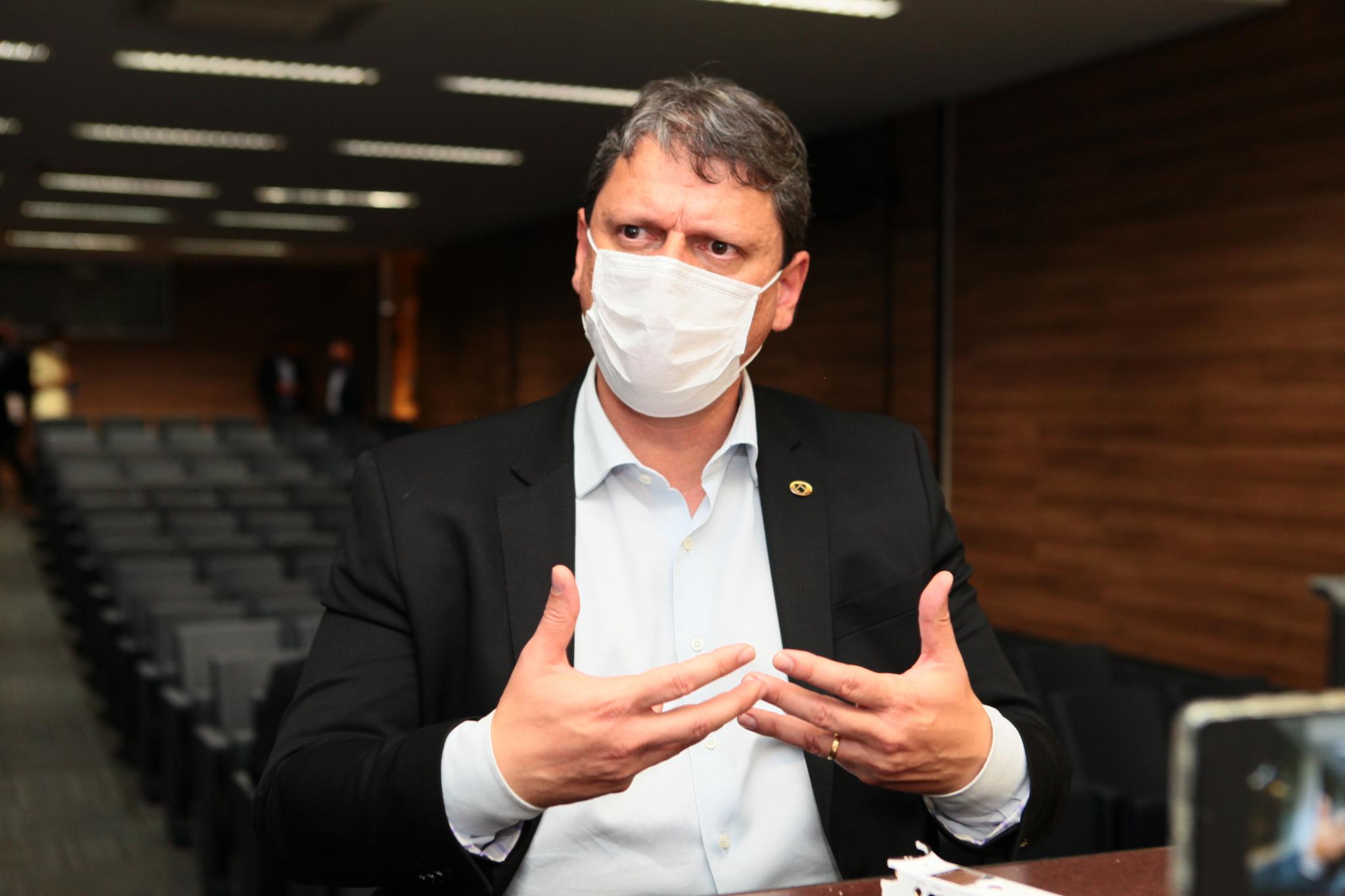 Em nove meses, Tarcísio de Freitas cumpriu seis agendas em Goiás; ministro tem estreitado laços com eleitores do Estado