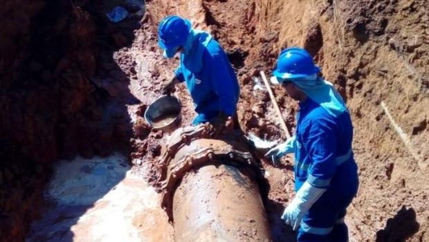 Após rompimento de adutoras, Saneago prevê normalização total do abastecimento de água até a noite desta terça-feira, 21